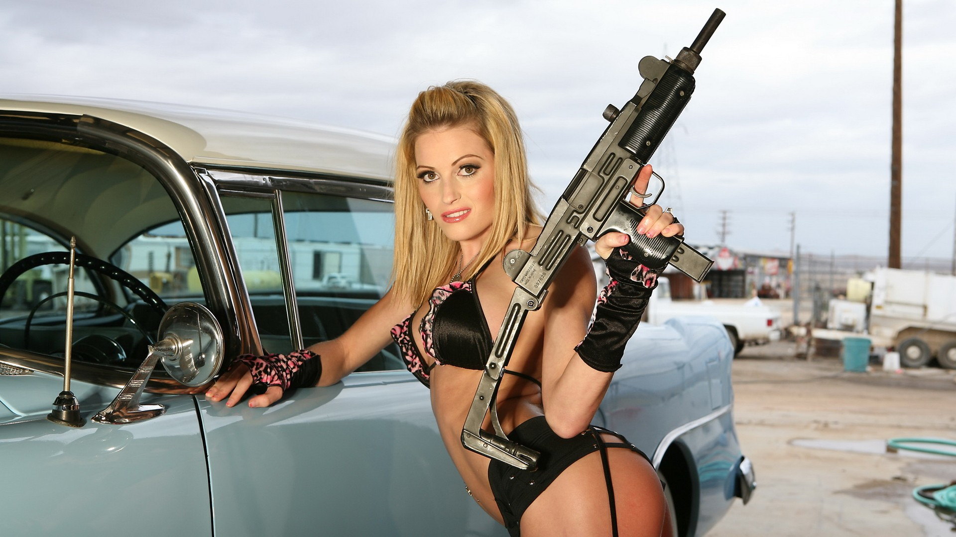 hot girl with gun widescreen full hd wallpaper.jpg